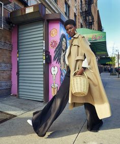 Take The A Train: Amilna Estevão by Mark Seliger for Elle US March 2017 Fashion Gone Rouge, Fashion In, Fashion 2017, Fashion Models, Fashion Outfits, Womens Fashion, Street Fashion, Elle Us, Mode Editorials