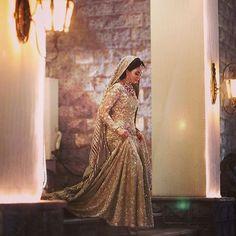 Myra Shahab makes a great entry in a bespoke @farazmanan bridal #FarazManan #bridal #royal #beautiful #farazmananbridals #lahore #dubai