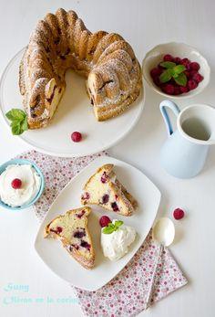 Bundt cake de frutas del bosque.  http://rositaysunyolivasenlacocina.blogspot.com.es/2012/04/bundt-cake-de-frutas-del-bosque-mixed.html