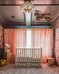 Love that #projectnursery is featuring a bumperless crib, in a beautiful nursery for a prestigious show house, but parents putting together a real nursery can not put a crib so close to curtains when baby starts grabbing and pulling up.