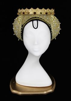 Caul hat: had various structural forms. They had caplike netting that covered the head and extended at sides to cover and support two coils of hair at each side of the face. Either internally or externally supported. They were often padded and often had veil draped over.