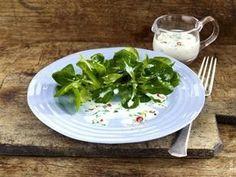 Das Rezept für Feldsalat vier mal anders: mit Buttermilchdressing und weitere kostenlose Rezepte auf LECKER.de