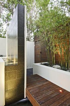 Multi-award winning courtyard design - Designhunter - Sustainable Architecture with Warmth & Texture Diy Pergola, Water Features, Small Terrace, Brick Planter, Outdoor Solutions, Australian Design, Modern, Courtyard Design, Pergola Lighting