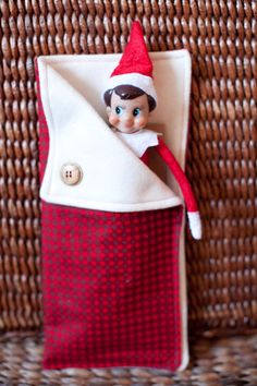 Elf on the Shelf / Doll Sleeping Bags - Christmas Cream, made by Katherine Forbes Photography. What a GREAT idea. She sells them at her etsy shop!