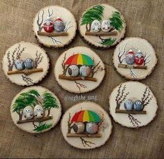 Painted rocks on logs (mounted on wood slabs). Painted rocks on logs (mounted on wood slabs). She has a lot of really cute painted rocks Stone Crafts, Rock Crafts, Diy And Crafts, Arts And Crafts, Pebble Painting, Pebble Art, Stone Painting, Holiday Crafts, Christmas Crafts