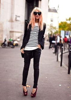 Business casual work outfit: black blazer, white and black striped top, black skinnies, red open toe heels. Street Mode, Street Chic, Street Style, Paris Street, Melbourne Street, Street View, Fashion Mode, Look Fashion, Autumn Fashion