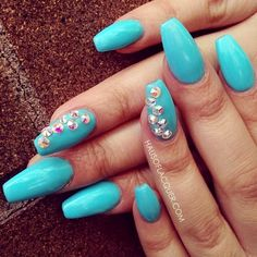 Baby Blue and White Nails Cindy s Cute Corner Light Blue Coffin Nails. Am Jettelag Claws Diy Acrylic Nails Matte. Blue Stiletto Nails, Blue Coffin Nails, Blue And White Nails, Baby Blue Nails, Dope Nails, Swag Nails, Nail Charms, White Acrylic Nails, Nail Art Pictures