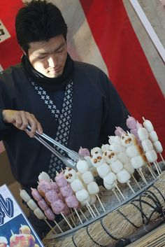 Dango is a Japanese dumpling and sweet made from mochiko Japanese Sweets, Japanese Food, Asian Desserts, Gourmet Desserts, Plated Desserts, Desserts Japonais, Cute Food, Yummy Food, Food Truck