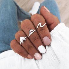 Winter Nail Designs For New Year 2020 Creative Nail Designs, Winter Nail Designs, Creative Nails, Red Nails, Hair And Nails, Cute Nails, Pretty Nails, Thanksgiving Nail Art, Piercings
