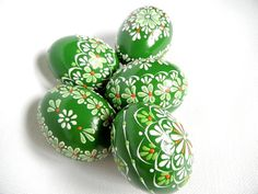Green Hand painted Easter eggs. This is a set of 5 real chicken eggs approximately the same size, painted colors and decorated with wax. The eggs are decorated using a wax pinhead and is the oldest and most widely used technique. The tradition of painted eggs back to the depths of the