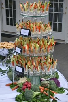 wedding food What a great way to serve veg crudites! Beautiful and delicious Appetizer Table Display, Veggie Display, Appetizers Table, Wedding Appetizers, Veggie Tray, Appetizer Recipes, Fancy Party Appetizers, Wedding Appetizer Table, Diy Wedding Buffet