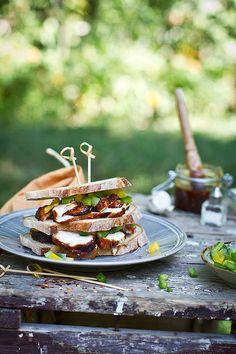 Barbecue chicken breast sandwich | taken for a magazine | Renáta Török-Bognár | Flickr