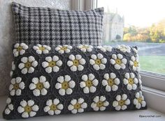 The Daisygon Pillow Crochet Pattern Tutorial PDF by psicrochet More