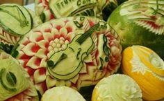 Obst Schnitzerei Violine auf Melone
