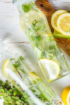 Instantly slim water: These three detox water recipes ensure a nice flat stomach. The recipes are here. plans plans to lose weight recipes adelgazar detox para adelgazar para adelgazar 10 kilos para bajar de peso para bajar de peso abdomen plano diet Easy Detox Cleanse, Detox Cleanse For Weight Loss, Health Cleanse, Detox Recipes, Smoothie Recipes, Flat Stomach Detox, Smoothie Detox, Vegetable Drinks, Body Detox