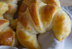 What's better for breakfast than a freshly baked croissant? Croissants are not difficult to make, . Butter Croissant, Croissant Dough, Breakfast Croissant, Croissants, Beignets, Pizza Recipes, New Recipes, Cake Recipes, Baguette Recipe