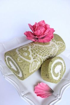 How to Make a Decorated Matcha (Green Tea) Cake Roll