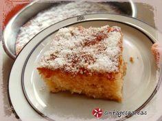 Σιμιγδαλόγλυκο σαν ραβανί #sintagespareas #simigdali #ravani Caramel, French Toast, Food And Drink, Sweets, Breakfast, Greek, Cakes, Google, Sticky Toffee