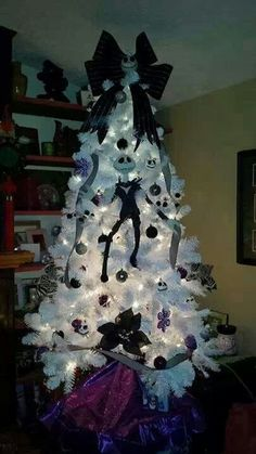halloween goth spooky black christmas nightmare before christmas tree halloween pinterest