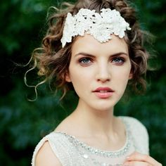 E - Magazine - Cover Hochzeitsguide, for free, twich a year Dress Hairstyles, Wedding Hairstyles, 20s Fashion, Gorgeous Eyes, Headdress, Bridal Accessories, Bridal Style, Bunt, Eye Candy