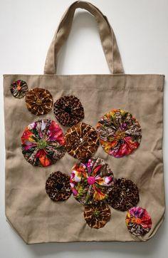 Flor yoyo adornado bolso de totalizador de la lona Tan - violetas arcos