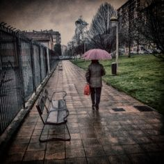 Paseo bajo la Lluvia... #paseobajolalluvia #paseo #gijon #asturias #avenidadelllano #mujerconparaguas
