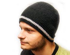 Шапка мужская вязанная крючком Чорная шапка Осень Зима