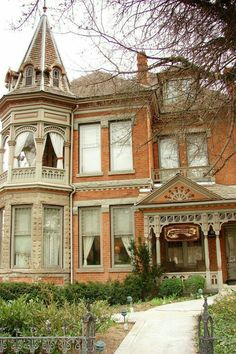 I love how the second storey of the tower is a balcony.Emmanuel Kahn House, 678 E S Temple, Salt Lake City, Utah Victorian Architecture, Beautiful Architecture, Beautiful Buildings, Beautiful Homes, Architecture Design, Beautiful Places, Victorian Style Homes, Victorian Houses, Victorian Decor