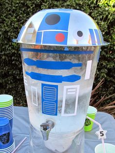 homemade by jill: Birthday Party Ideas made with the Silhouette CAMEO #KidsParty #StarWars #Vinyl #R2D2