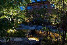 バランス良くポイントを押さえたライティング。静謐な夜の庭を彩る。 #lightingmeister #pinterest #gardenlighting #outdoorlighting #exterior #garden #light #house #home #japanesestyle #calm #quiet #pond #和 #和風 #穏やか #静か #光 #池 #庭 #家 #エクステリア #ガーデン Instagram https://instagram.com/lightingmeister/ Facebook https://www.facebook.com/LightingMeister