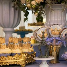Cupcakes & 🍭🍭🍭 para o baby Tarek ⚜️🐻👶🏻💙 #babyshower  Decor: @adriana_rocha 📷: @koitiphotos