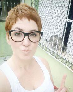 Eu e Jon... Mamãe já volta!   #kedi   #catsofinstagram   #cuteanimals   #catlovers   #instabrasil   #instabeauty   #instacool   #selfie   #ruiva   #redhair   #redhead   #greeneyes   #hashtagpixiecut   #meucabelocurto   #clickoftheday   #cliquedodiasp   #pradaglasses   #prada   #iyigunler   #boatarde   #goodafternoon   #guzel   #g üzel  #galaxys4