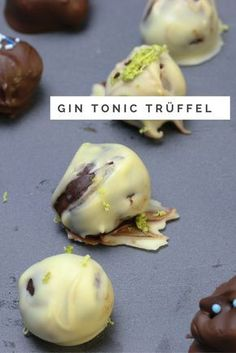 Gin Tonic Trüffel selber machen recipes and nutrition and drinks recipes recipes celebration diet recipes Gin Tonic, Praline Chocolate, Fancy Desserts, Happy Foods, Vegetable Drinks, Health Breakfast, Health Desserts, No Bake Cake, Chocolates