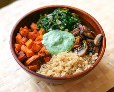 Buddha bowls (also known as nourish bowls or hippie bowls) are hearty, meatless dishes that serve as the perfect lunch or dinner option. Try these recipes from dietitians for tasty and nourishing all-in-one meals. Portable and perfectly portioned. Vegetarian Lunch, Vegetarian Recipes, Healthy Recipes, Lunch Recipes, Dishes Recipes, Vegetarian Magazine, Yummy Recipes, Cake Recipes, Casserole Recipes