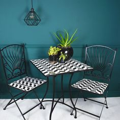 Mosaic Bistro Set, black and white check with black accessories and teal background