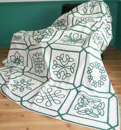 Celtic Knot sampler quilt by Susan Kraterfield, 1996.  Pattern from the book 'Celtic Applique Designs'