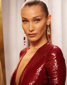 Crimson-hued sequins make a statement of confidence worn by BellaHadid at Ralph's Club. Style Bella Hadid, Bella Gigi Hadid, Fashion Bella, High Fashion, Fashion Beauty, Sleek Ponytail, Sleek Hairstyles, Celebs, Celebrities