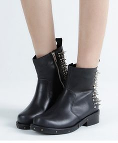 Flat Ankle Boot with spikes