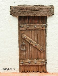 Make a gnome door Gnome Door, Gnome House, Beaded Christmas Ornaments, Christmas Diy, Twig Furniture, Metal Clock, Christmas Nativity Scene, Fairy Doors, Old Doors