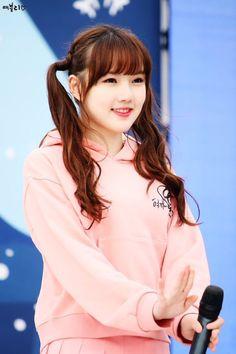 GFRIEND FANS Kpop Girl Groups, Korean Girl Groups, Kpop Girls, Krystal Jung, Cloud Dancer, Classy Girl, G Friend, Korean Celebrities, Girl Day