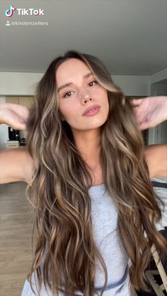 Brunette Hair With Highlights, Honey Blonde Hair, Strawberry Blonde Hair, Balayage Hair Blonde, Dark Blonde Hair Color, No Make Up Make Up Look, Medium Hair Styles, Curly Hair Styles, Cabelo Ombre Hair