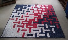 """Fun """"Modern Rail Fence"""" quilt by Sel of Mad Quilter's Disease. I should make this in aqua green and grey Quilting Projects, Quilting Designs, Diy Quilting, Quilt Design, Quilting Ideas, Op Art, Rail Fence Quilt, Batik Quilts, Blue Quilts"""