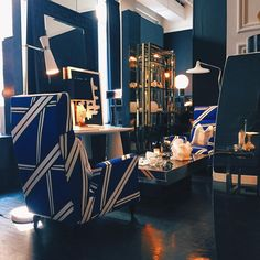 ⚪️⚫️ #flairhome #chic #taste #design #style #blue #liviodesimone #mood #luxury #furniture #beauty #contemporary #custom #soho