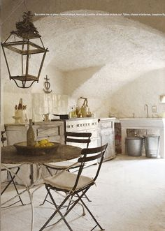 Hello Lovely - Inspiration for Interiors - Rustic French Country kitchen. European Farmhouse and French Country Decorating Style Photos. French Interior, French Decor, French Country Decorating, Home Interior, Rustic French, Country French, Interior Modern, Country Style, French Country Living Room