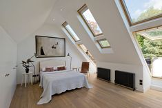 Photo by DDWH Architects – Search contemporary bedroom pictures. Spacious attic bedroom with tall ceiling all in white with wood floor. Attic Master Bedroom, Attic Bathroom, Attic Rooms, Attic Spaces, Attic Playroom, Attic Closet, Garage Attic, Attic Office, Attic Library