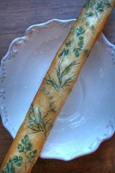 Bouquet Breadsticks - embed fresh herbs into phyllo dough Phyllo Dough Recipes, Appetizer Recipes, Bread Recipes, Cooking Recipes, Appetizers, Recetas Pasta Filo, Herb Bouquet, Bread Art, Artisan Bread
