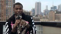 Meek Mill – On Rappers Not Writing Their Own Raps! We Found Out Some Sh!t  http://theinsidedrop.com/meek-mill-on-rappers-not-writing-their-own-raps/