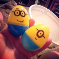 Despicable Me Movie Night: Minion Eggs Idea to hold treats. {{{ Put the banana candies inside the eggs as a party favor for birthday guests }}} Minions, Minion Eggs, Minion Theme, Minion Birthday, Boy Birthday, Birthday Ideas, Despicable Me Party, Minion Party, Holiday Parties