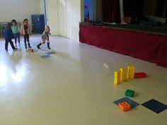 preK pasadena 2011/2012: MOTRICITE: Les jeux collectifs et les ateliers de lancer Activity Games For Kids, Ballons, Physical Education, Physics, Basketball Court, Sports, Stage, Activities, Cooperative Games