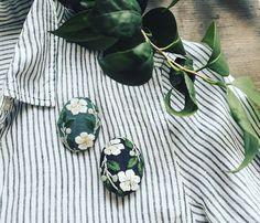 夏椿のブローチ。昨日すぐにsoldとなってしまいました。ありがとうございます。色違いをアップしております。http://makabealice.thebase.in #刺繍#手刺繍#ブローチ#夏椿#ハンドメイド#ハンドメイドアクセサリー#花#夏#オンラインショップ#マカベアリス#embroidery #handembroidery #accessories #onlineshopping #flowers #brooch